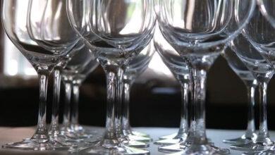 Photo of یو اے ای میں شراب نوشی اور اس کی خرید کے لیے پرمٹ کی پابندی ختم